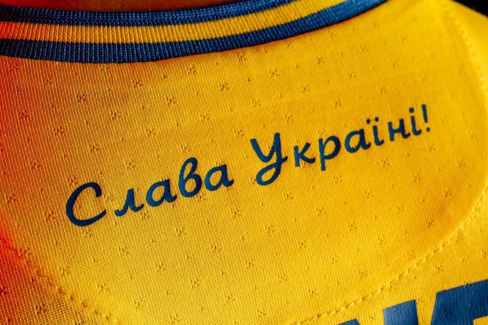 """Надпись """"Слава Украине"""" на форме сборной"""