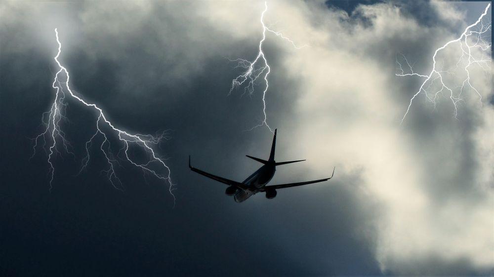 Петербург: Молния ударила впассажирский самолет Кишинев