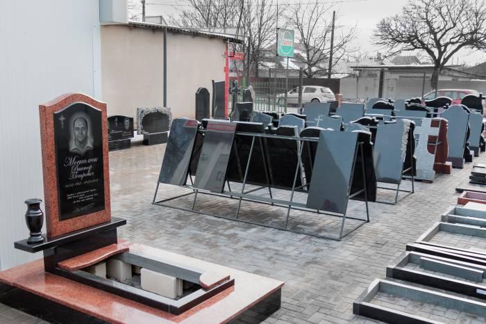 Памятники срок изготовление бельцы известные памятники екатеринбурга
