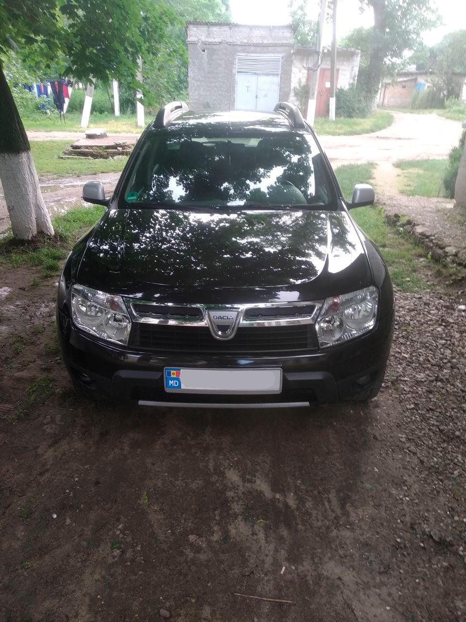 Старенькая Dacia Duster