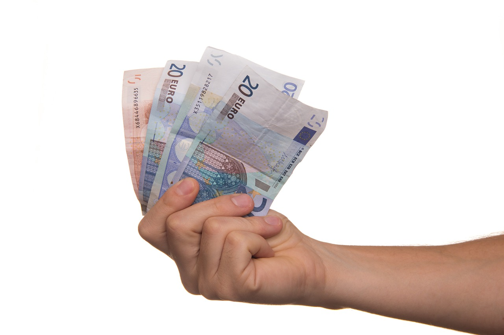 ЦБустановил официальные курсы доллара иевро на18декабря