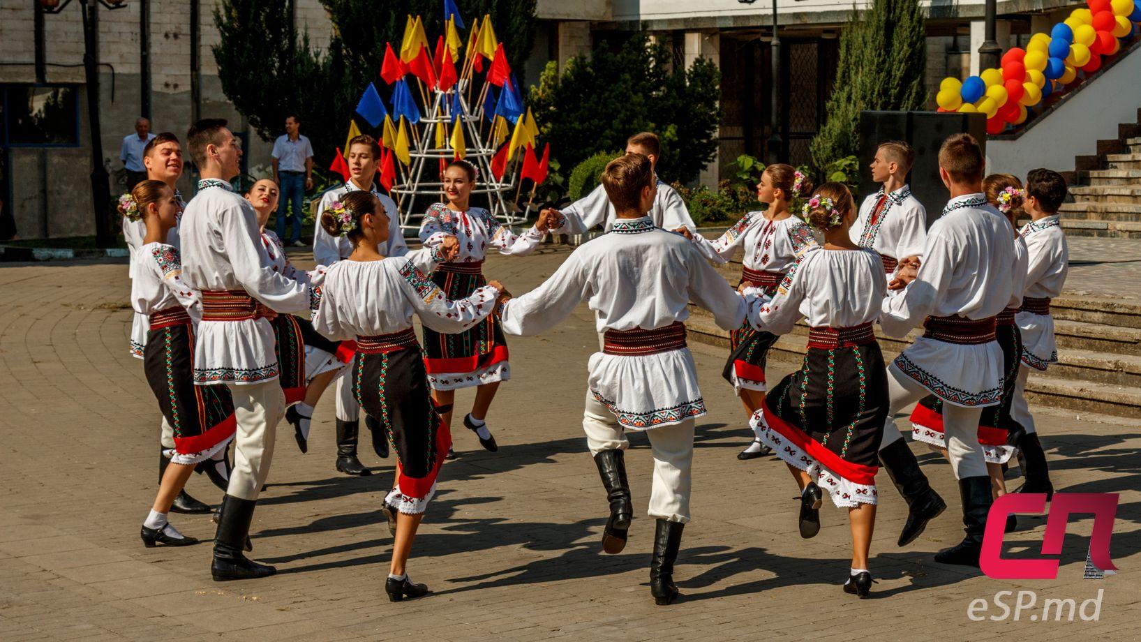 фасон поздравление от молдаванки декор поможет краска