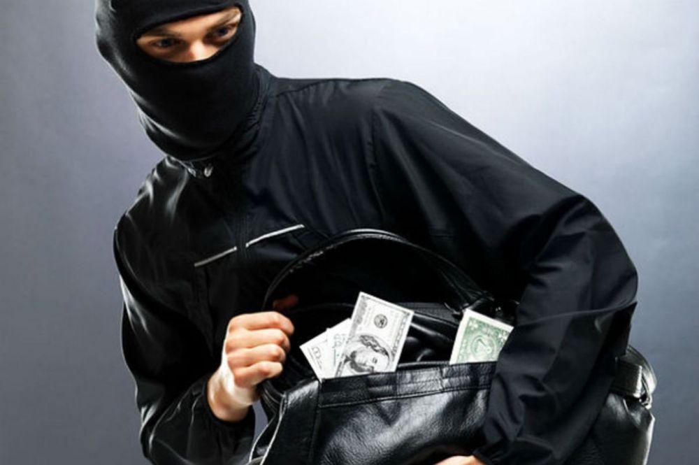 Вооруженное ограбление в Хынчештском районе: преступник вынес из дома золотые изделия и крупную сумму