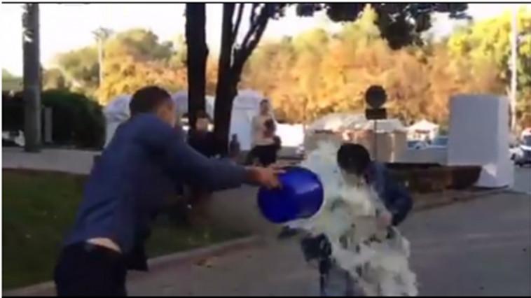 Вцентре Кишинева на Минфина Молдавии вылили ведро молока