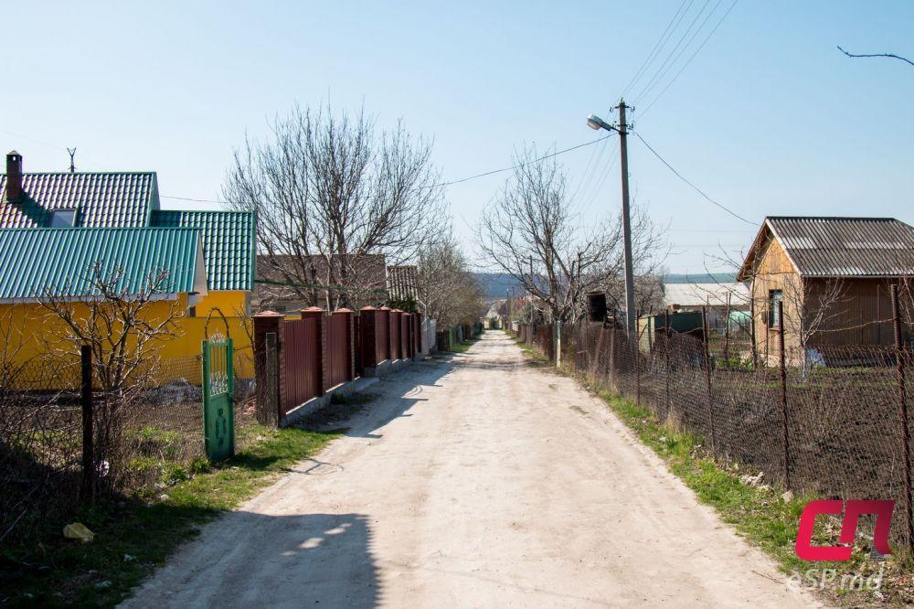 Улица в дачном посёлке почти не отличается от сельской