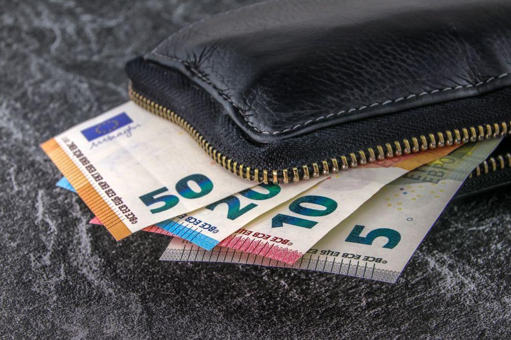 Торги 27мая: доллар упал вцене, евро и русский руб. подорожали