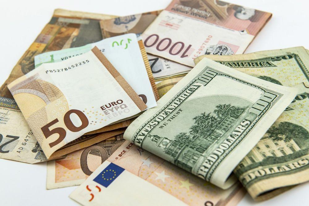 Вобменниках Львова дешевеет валюта
