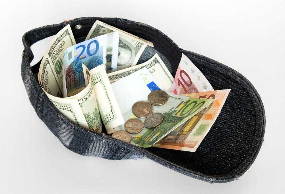 Доллар упал вцене, евро подорожал— Наличный курс