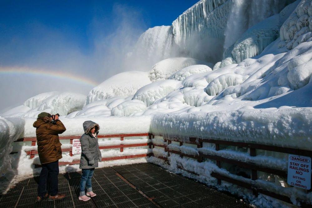 Из-за аномальных холодов в США замёрз Ниагарский водопад