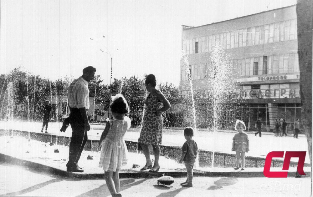 Старый фонтан на центральной площади Бельц. 60-70-е годы. Старые Бельцы 65e90f1e44c
