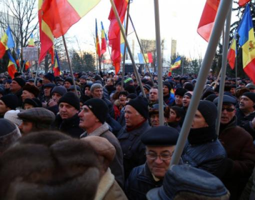 Протесты перед парламентом в Кишинёве