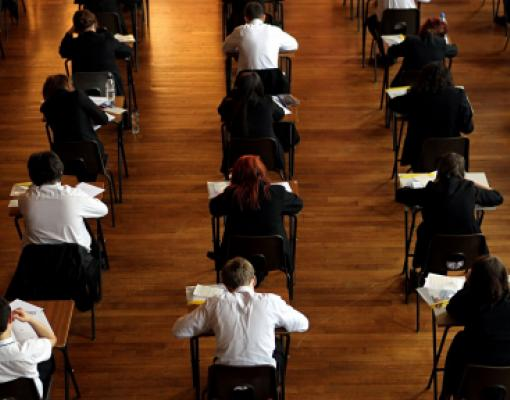 Дети пишут экзамен