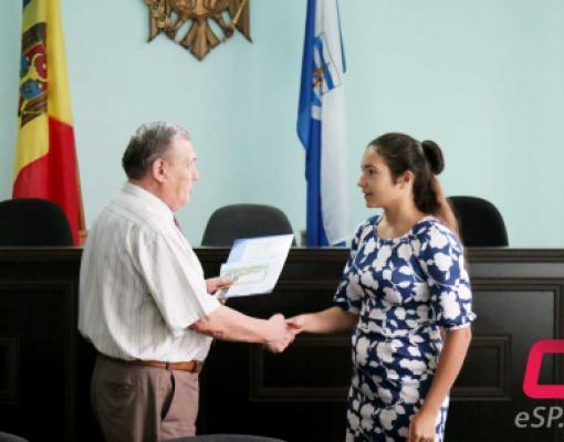 Амелия Врабие награждена дипломом и денежной премией.