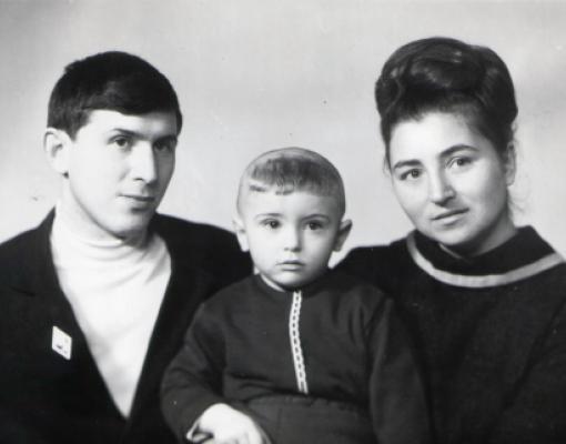 Татьяна Кондратьевна и Анатолий Леонидович Штейман с сыном Андреем. 1971 год. Бельцы