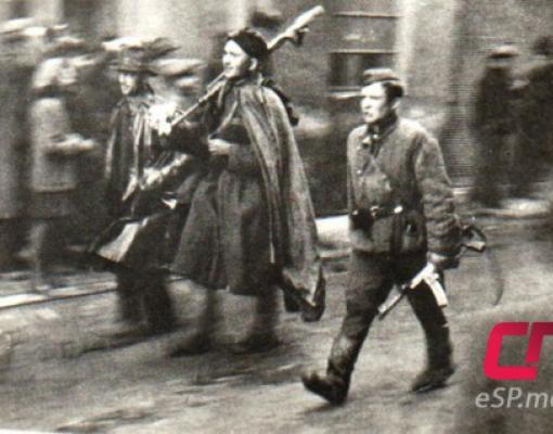 Старший лейтенант Николай Барышников (справа) рядом с рядовым Иваном Новиковым после освобождения Праги. Фото из архива Вячеслава Зелинского