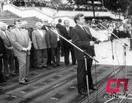 День города, история Бельц, Виктор Морев, за ним — президент Мирча Снегур