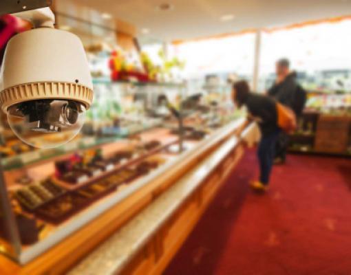 Камера видеонаблюдения в магазине