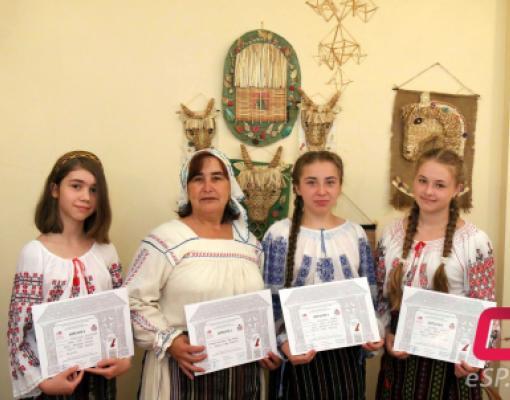 Евгения Молдовану и её воспитанницы. Tezaur Бельцы