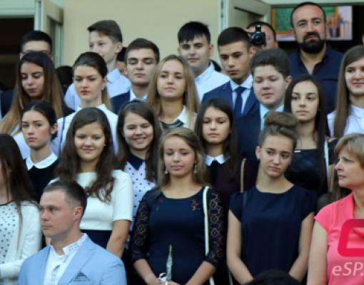 Ученики, старшеклассники, линейка, школьники