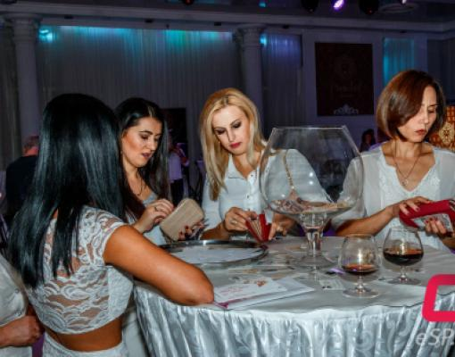 дамы в белом
