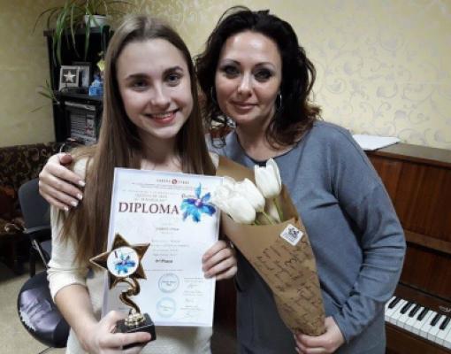 Любовь Струк вместе со своим педагогом по вокалу Антониной Поповой