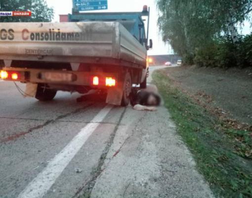 Мужчина оказался под колёсами грузовика
