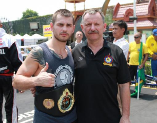чемпион мира по муай-тай Олег Хохлов