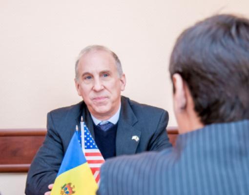 Посол США Джеймс Д. Петтит