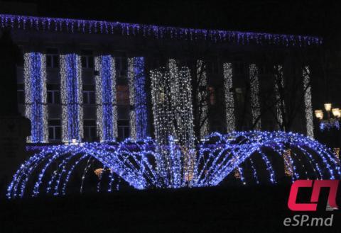 Новогодняя иллюминация работает в Бельцах весь год