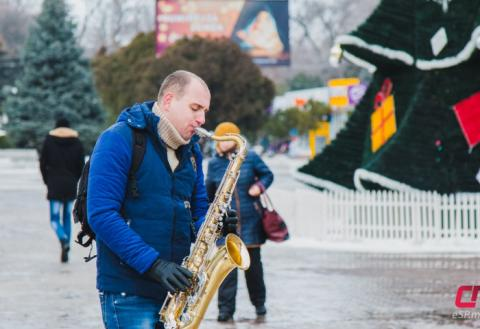 Уличный музыкант в Бельцах