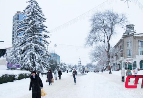 Зима, снег в Бельцах, центр, танк