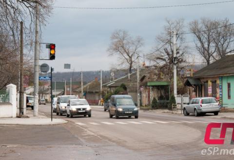 Светофор на перекрёстке ул. 31 Августа и Индепенденцей в Бельцах