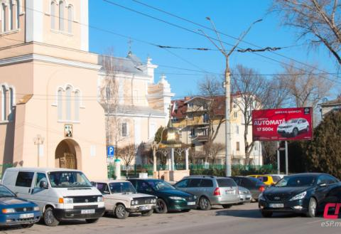 Колокольня в Бельцах, парковка
