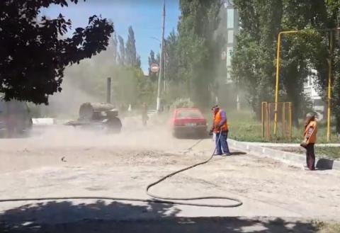 Особенности ремонта дорог в Бельцах  сдувать пыль на машины и тротуары d8f4231adb7
