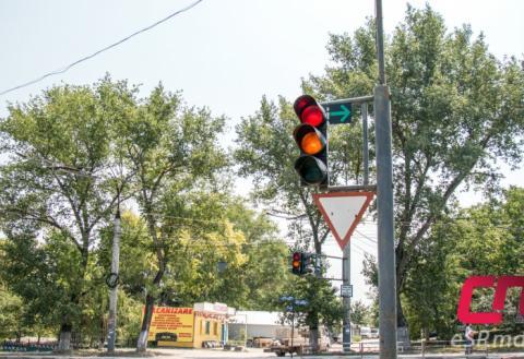Зелёная стрелка на светофоре