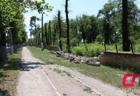 Забор на Старом кладбище в Бельцах