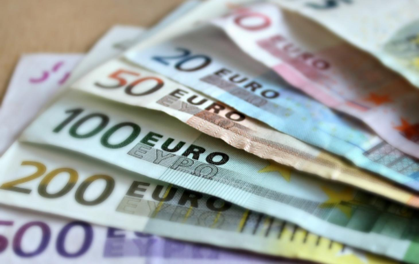 деньги евро взятка