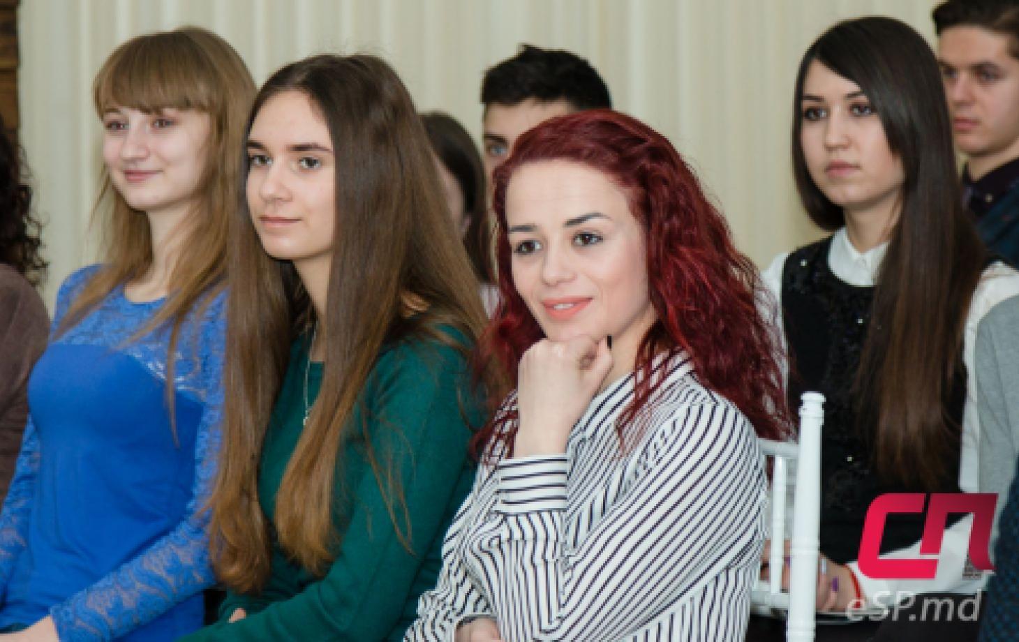 Активная бельцкая молодёжь познакомилась с работой журналистов