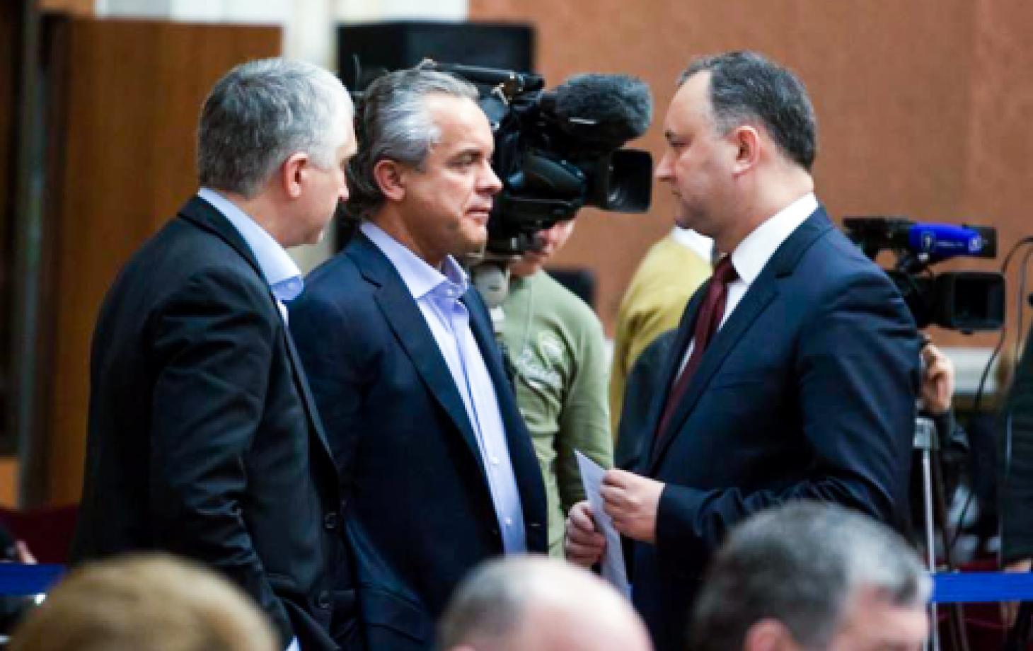 Молдавия: Додон и Плахотнюк шагают навстречу