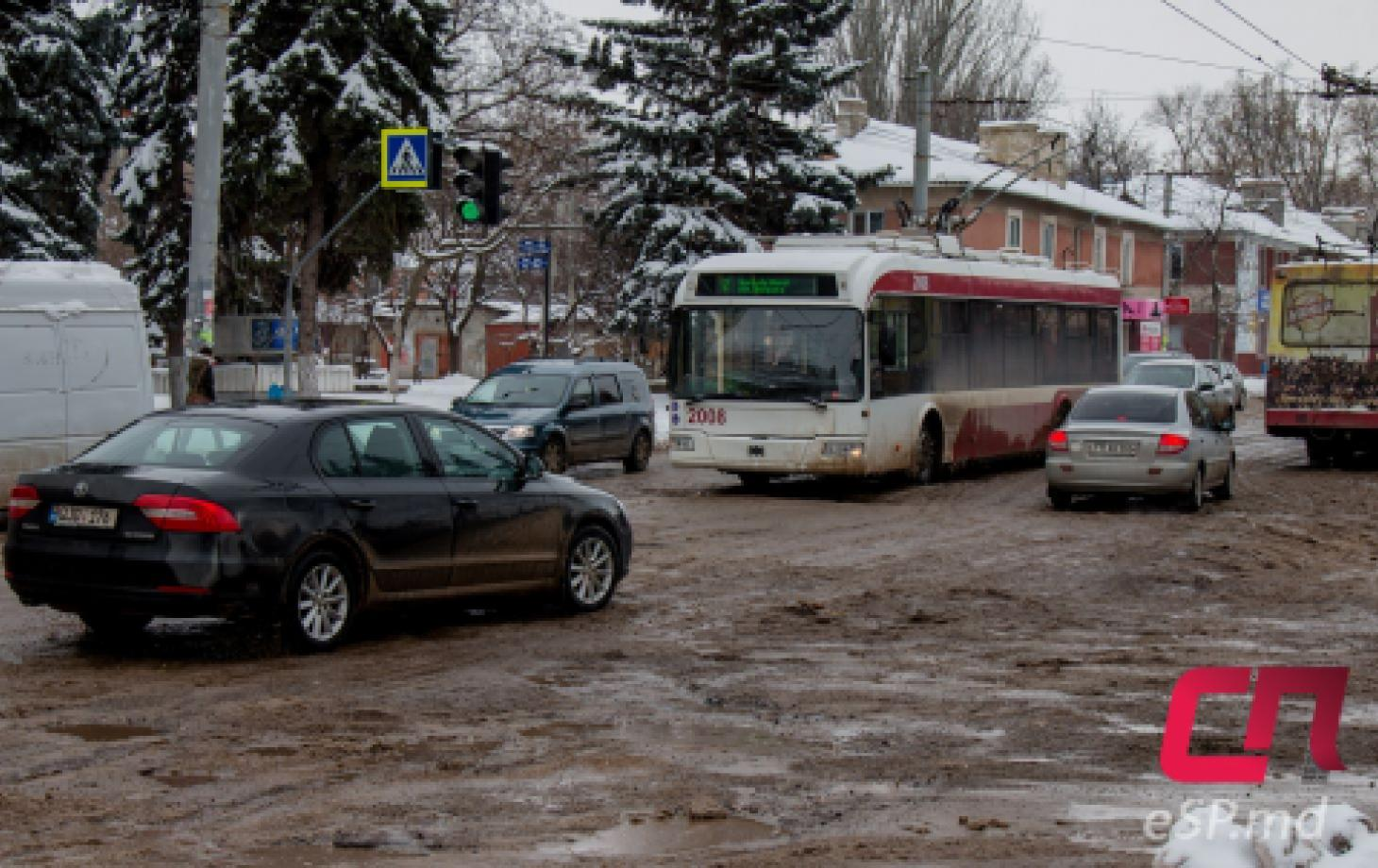 перекрёсток улиц Штефана чел Маре и 1 Мая, ремонт дорог в Бельцах