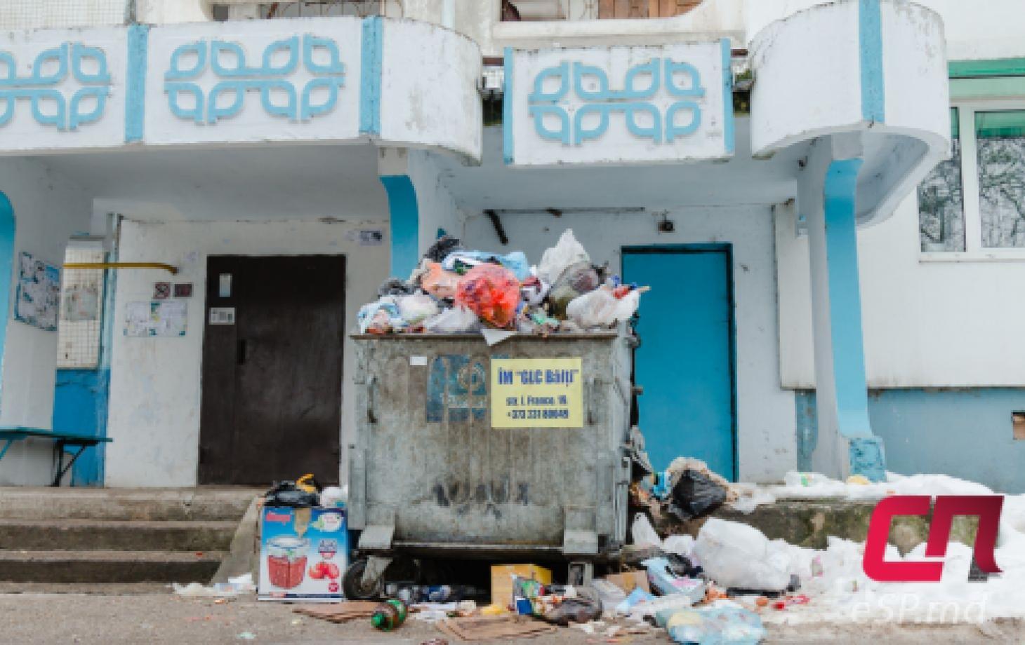Вывоз мусора в Бельцах, мусорные контейнеры