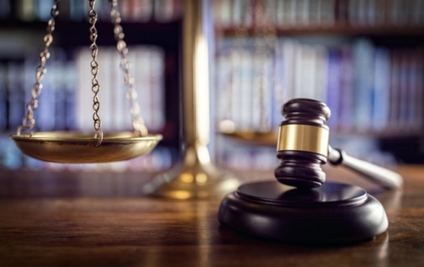 Судебный приговор, судебный молоток, суд