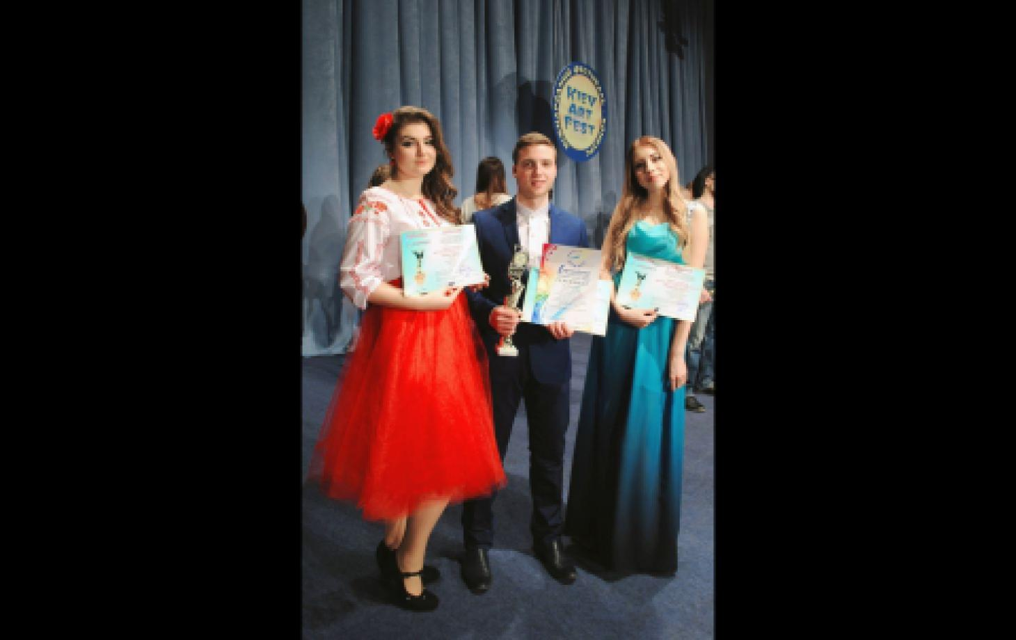 Призёры конкурса в Киеве: Валерия Иванович, Валентин Бурлак и Валентина Стратий