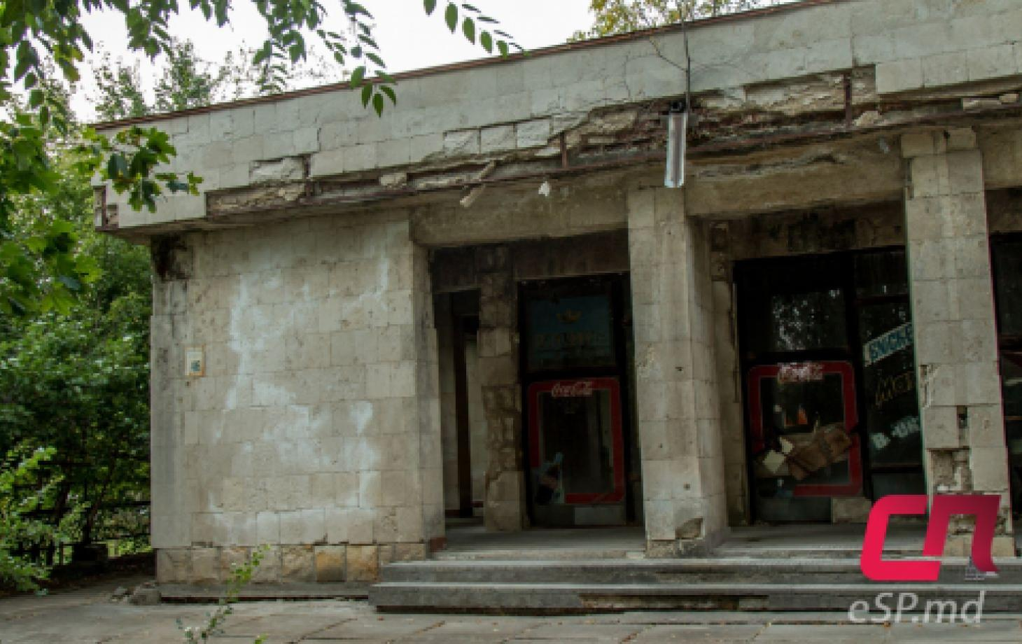 Здание бассейна по ул. Победы в Бельцах