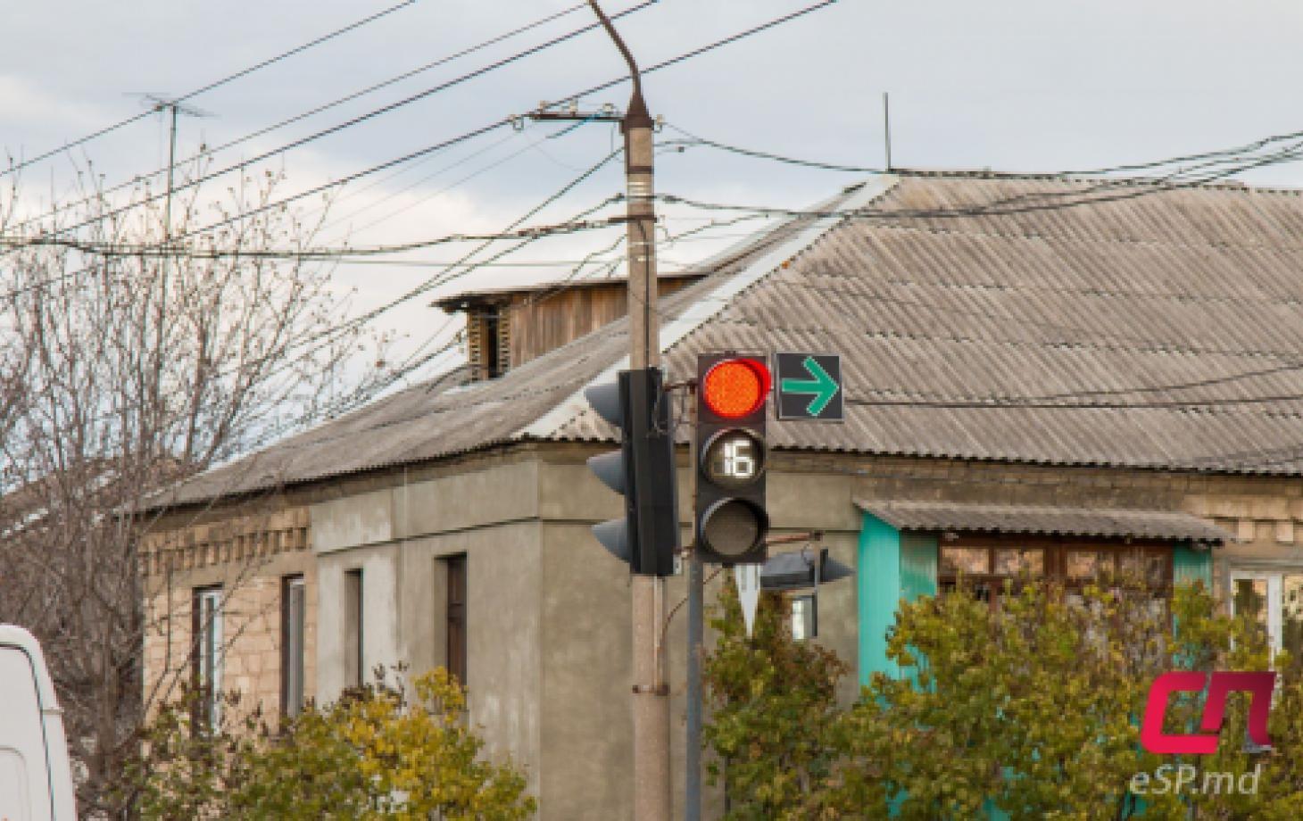 Светофор с зелёной стрелкой
