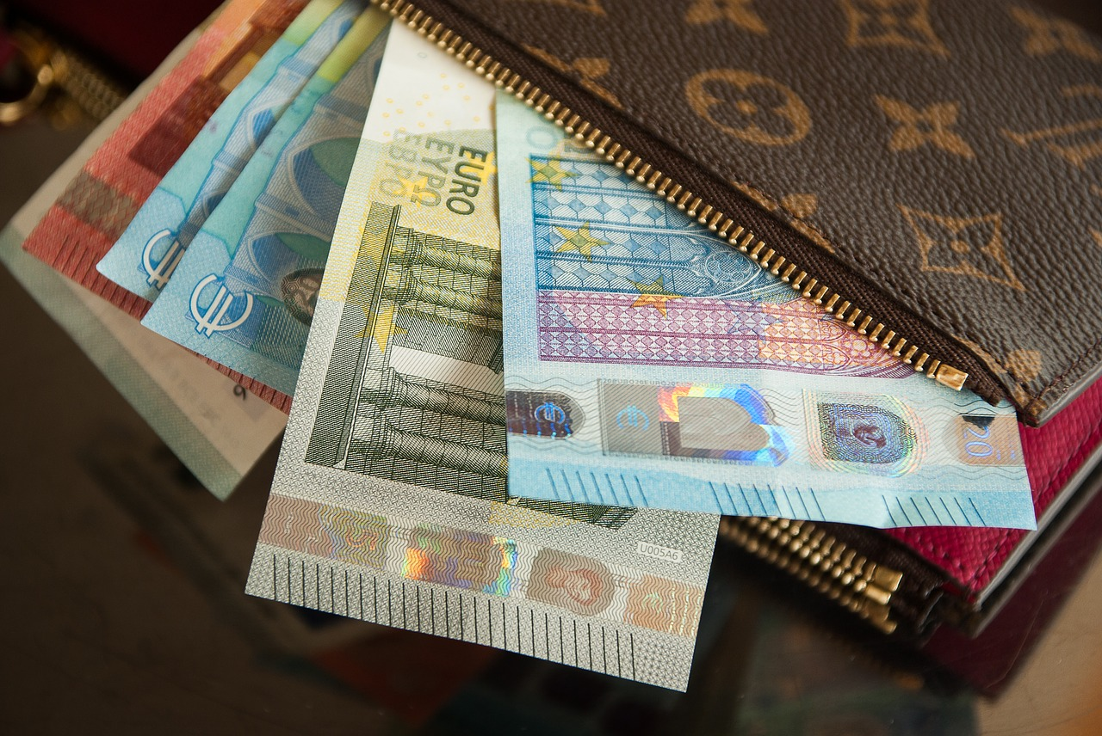 Официальный курс доллара снизился на22 копейки, евро— на13